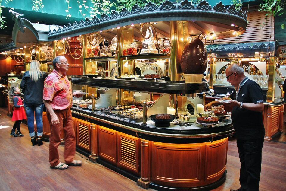 Restaurante Les Grands Buffets en Narbona al sur de Francia