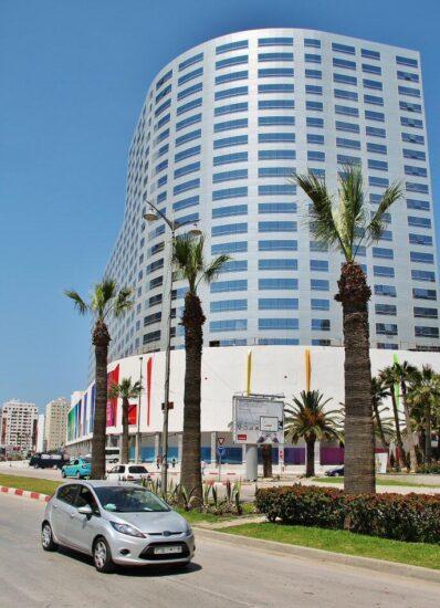 Hotel Hilton junto al paseo marítimo de Tánger