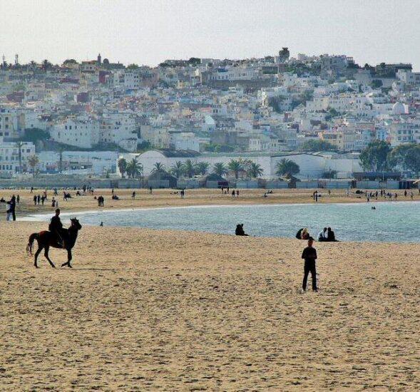 Gran playa de Tánger al norte de Marruecos