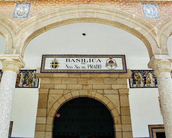 Portada de la Basílica del Prado en Talavera de la Reina en Toledo