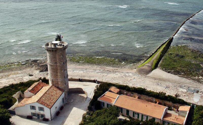 Vistas panorámicas desde el Faro de las Ballenas en la isla de Ré