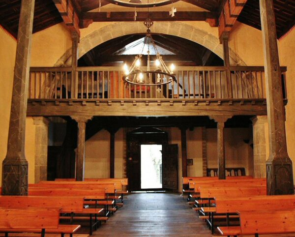 Iglesia románica San Vicente de Serrapio en la Montaña Central de Asturias