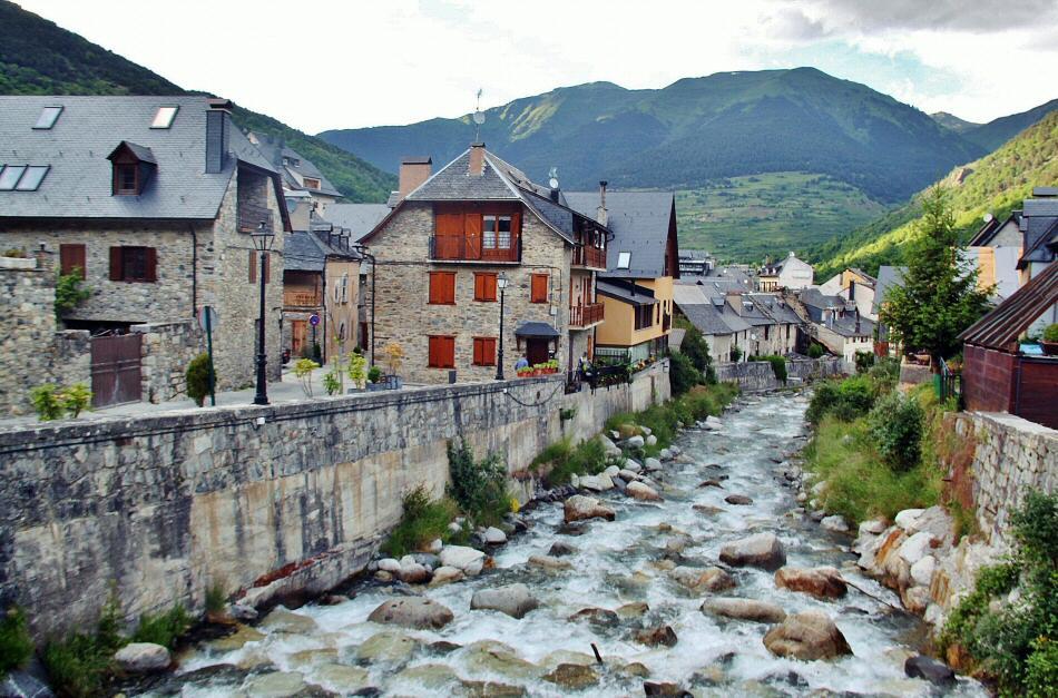 Pueblos bonitos en valle ar n gu as viajar - Inmobiliaria valle de aran ...