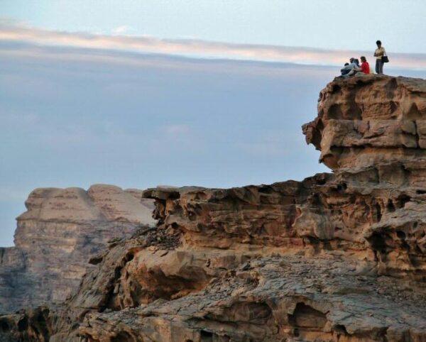 Atardecer en desierto de Wadi Rum en Jordania