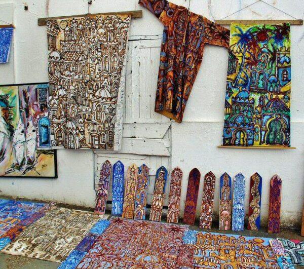 Artesanía en la medina de Asilah en Marruecos