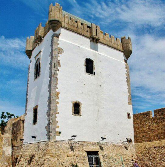 Torre defensiva en la medina de Asilah al norte de Marruecos