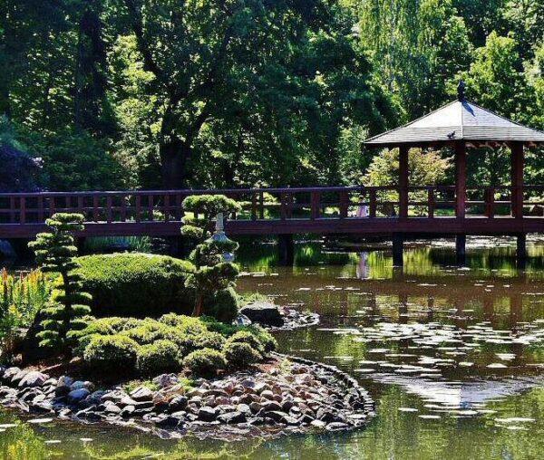 Jardín Japonés junto al Salón del Centenario en Wroclaw en Polonia