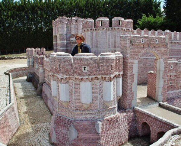 Castillo de Coca en el parque temático del Mudéjar en Olmedo