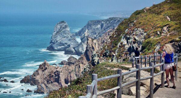 Acantilados en Cabo de Roca cerca de Lisboa