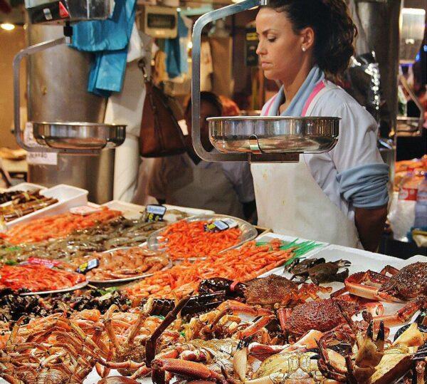 Pescados frescos y mariscos en Mercado de la Esperanza en Santander