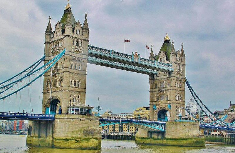 Puente levadizo Tower Bridge en Londres