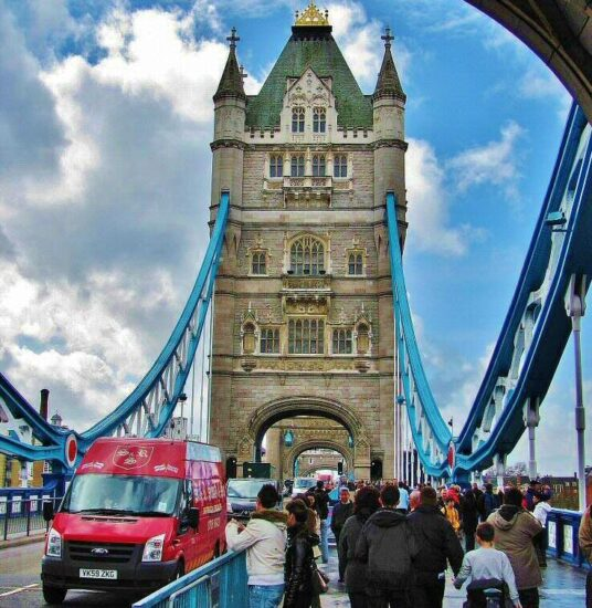 Torre del puente levadizo Tower Bridge en Londres