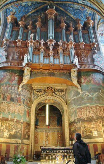 Organo y pintura Juicio Final en la catedral de Albi al sur de Francia