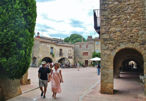 Rincón del pueblo medieval de Monells en Costa Brava