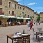 Plaza mayor porticada de Monells en Costa Brava