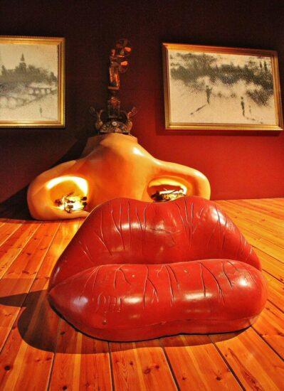 Sala Mae West en el museo Dalí en Figueras en la Costa Brava