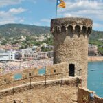 Torre de la muralla medieval de Tossa de Mar en Costa Brava