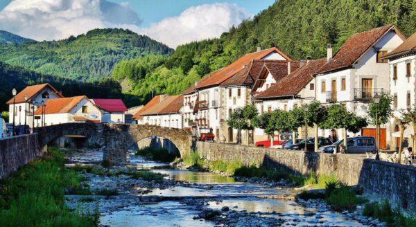 Ochagavia en el valle de Salazar de los Pirineos de Navarra