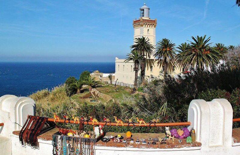 Faro del Cabo Espartel cerca de Tánger en Marruecos