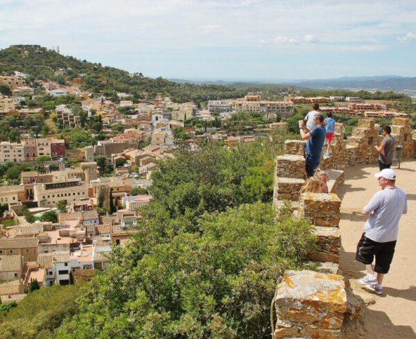 Vistas desde el castillo de Begur en Costa Brava Girona