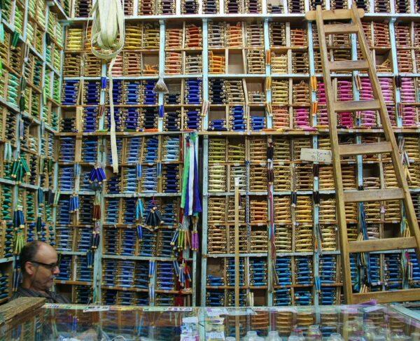 Tienda de hilos en la medina de Tetuán