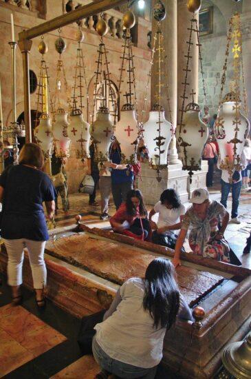Piedra de la unción en el Santo Sepulcro en Jerusalén