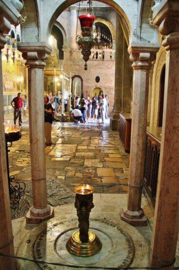 Rincón de la iglesia del Santo Sepulcro en Jerusalén