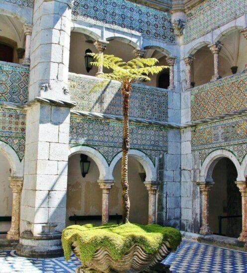 Claustro del monasterio jerónimo del palacio da Pena en Sintra