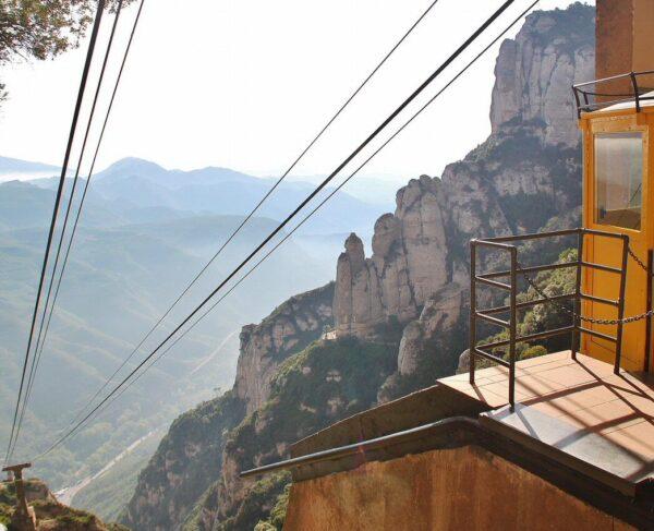 Teleférico Aéreo del monasterio de Monserrat cerca de Barcelona