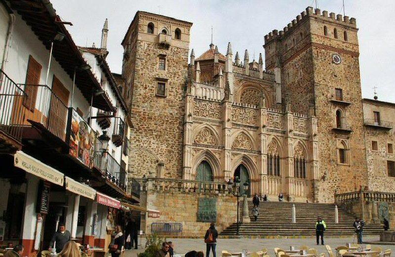 Fachada del monasterio de Guadalupe en Extremadura