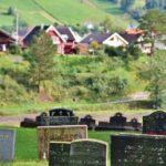 Cementerio de la iglesia de Hopperstad en Vik en los fiordos noruegos