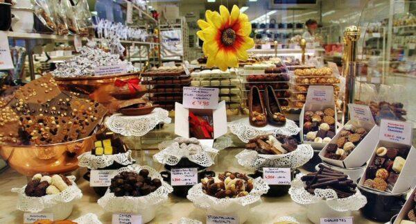 Escaparate de una tienda de chocolates en Brujas