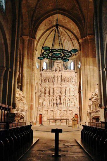 Altar mayor de la iglesia del monasterio de Poblet