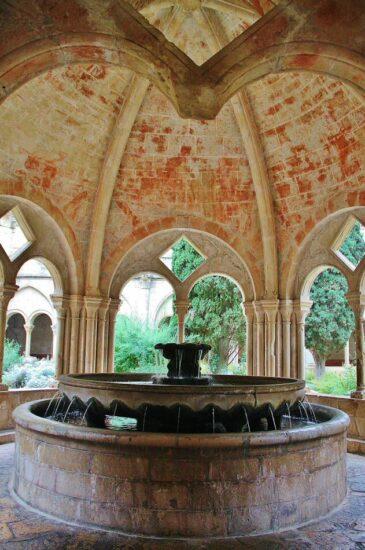 Lavatorio del claustro del monasterio de Poblet
