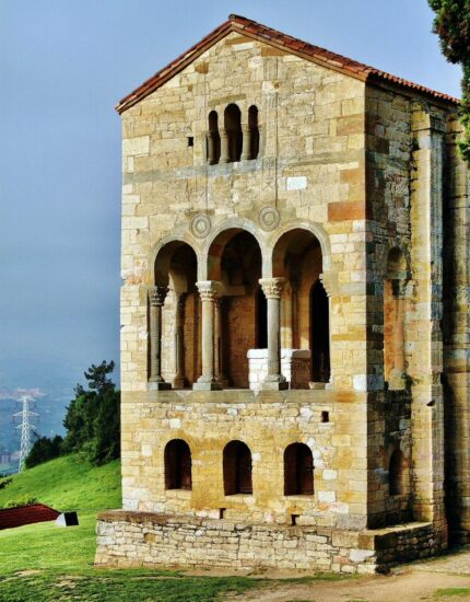 Santa María del Naranco cerca de Oviedo