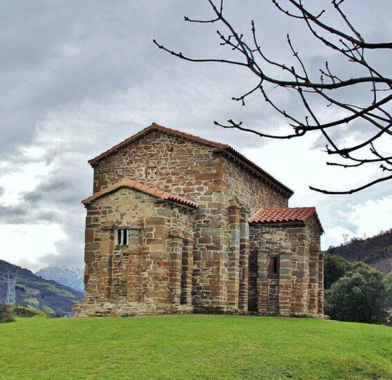Santa Cristina de Lena en la Montaña Central de Asturias