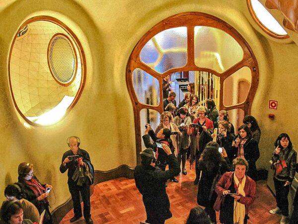 Vestíbulo de entrada de la Casa Batlló de Gaudí en Barcelona