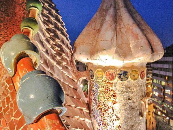 Decoración en el tejado de la Casa Batlló en Barcelona