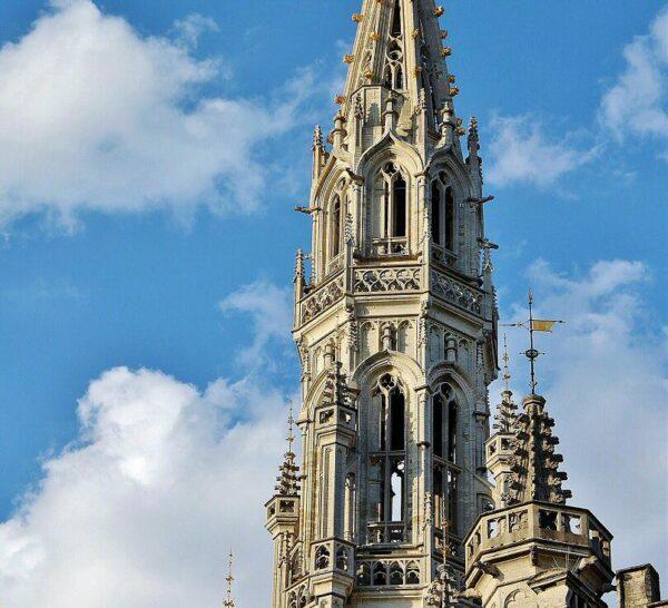 Torre del Ayuntamiento de Bruselas en la Grand Place