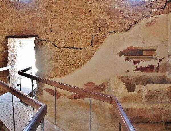 Baños romanos en los restos arqueológicos de Masada en Israel