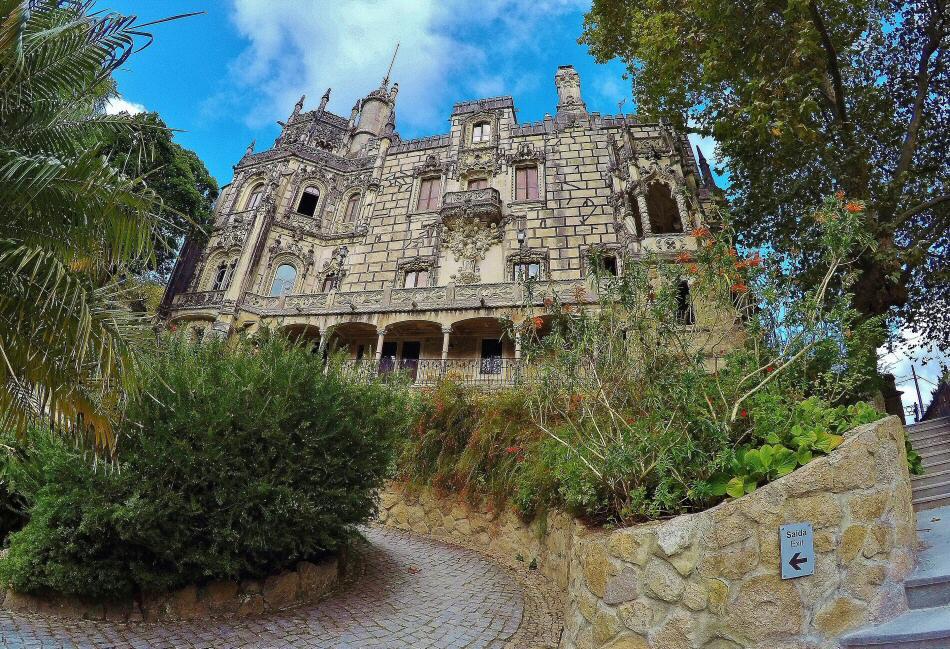 Quinta de Regaleira en la Sierra de Sintra en Portugal