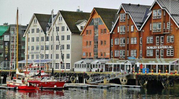Vistas del puerto de Tromso al norte de Noruega