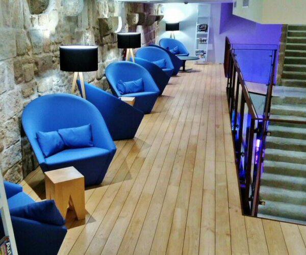 Zona común del hostel Bluesock en Oporto