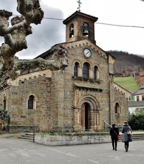 Iglesia románica de Santa Eulalia de Ujo en Asturias