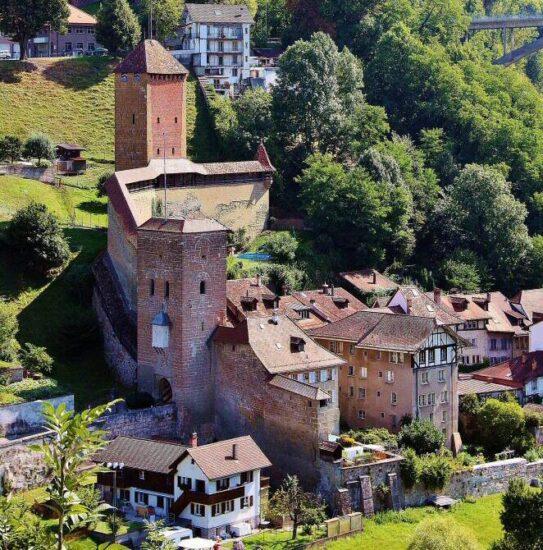 Rincón del Barrio medieval de Auge en Friburgo en Suiza