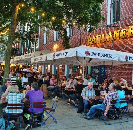 Schlachte , zona de restaurantes y biergarten en Bremen