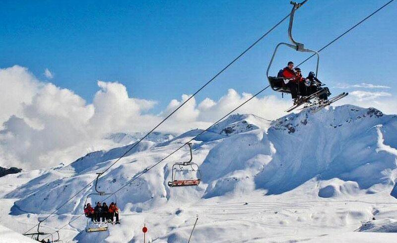 Collado en la estación de esquí de Formigal en Aragón