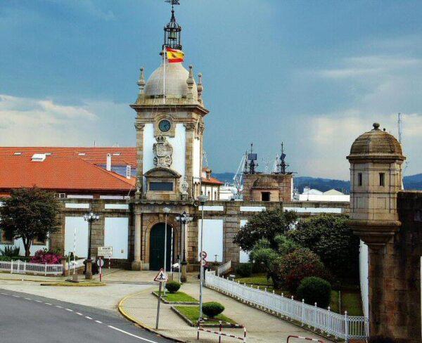 Puerta del Dique en los históricos astilleros de Ferrol en Galicia
