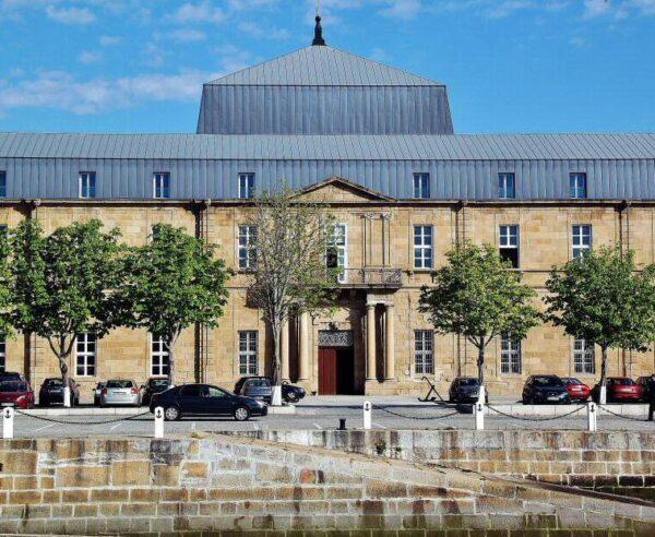 Histórico edificio de la Sala de Armas del Arsenal de Ferrol en Galicia
