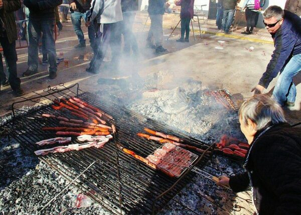 Barbacoa en el almuerzo solidario del Día de las Paellas en Benicássim